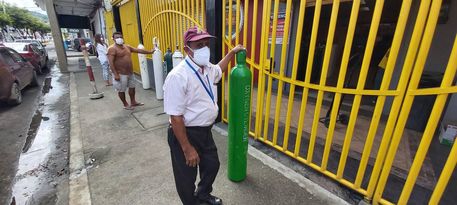 En Manabí familiares gastan hasta $ 100 al día por salvar la vida de pacientes con coronavirus