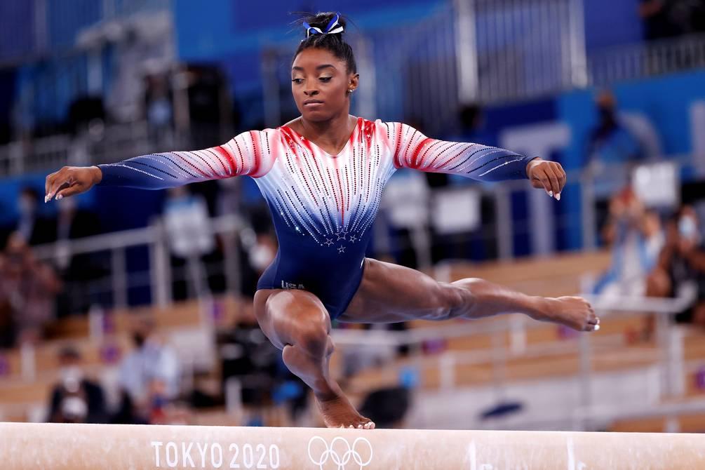 Simone Biles afirma que más atletas pasan por problemas mentales; habla sobre su medalla de bronce