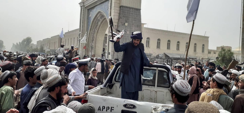 Tensión en Afganistán por salida del presidente y llegada de talibanes a  Kabul; países evacuan a ciudadanos y diplomáticos | Internacional |  Noticias | El Universo