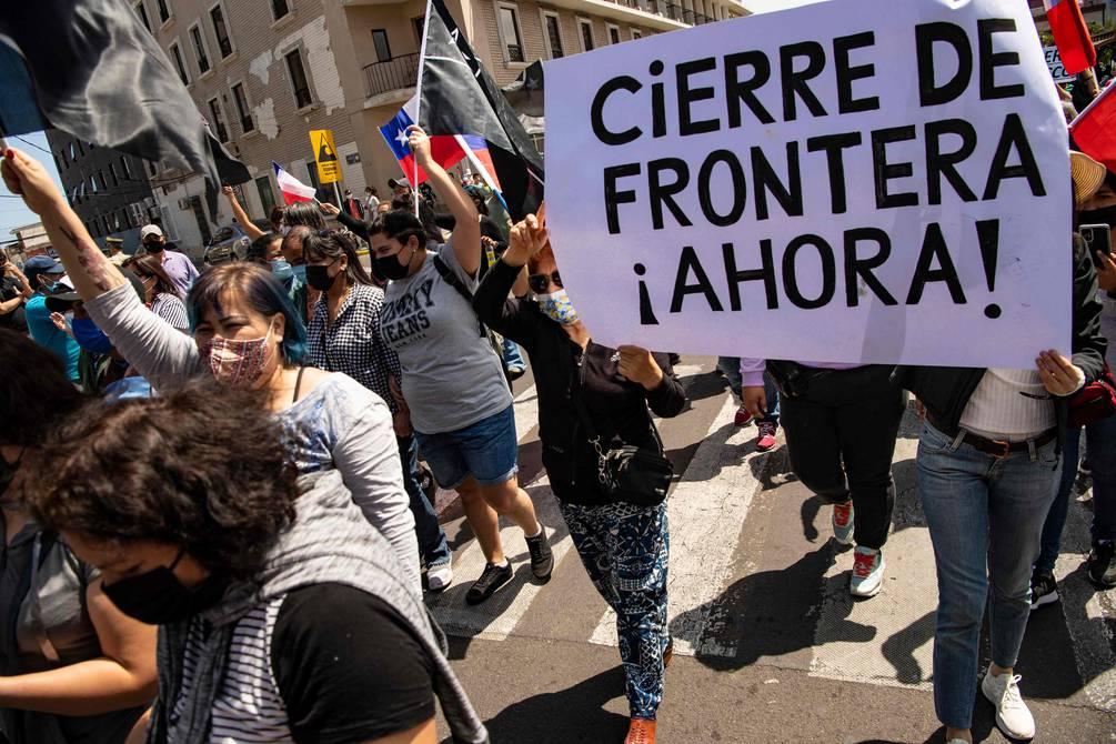 """No más ilegales!"""": Marcha en contra de inmigrantes venezolanos se vivió en  Chile   Internacional   Noticias   El Universo"""