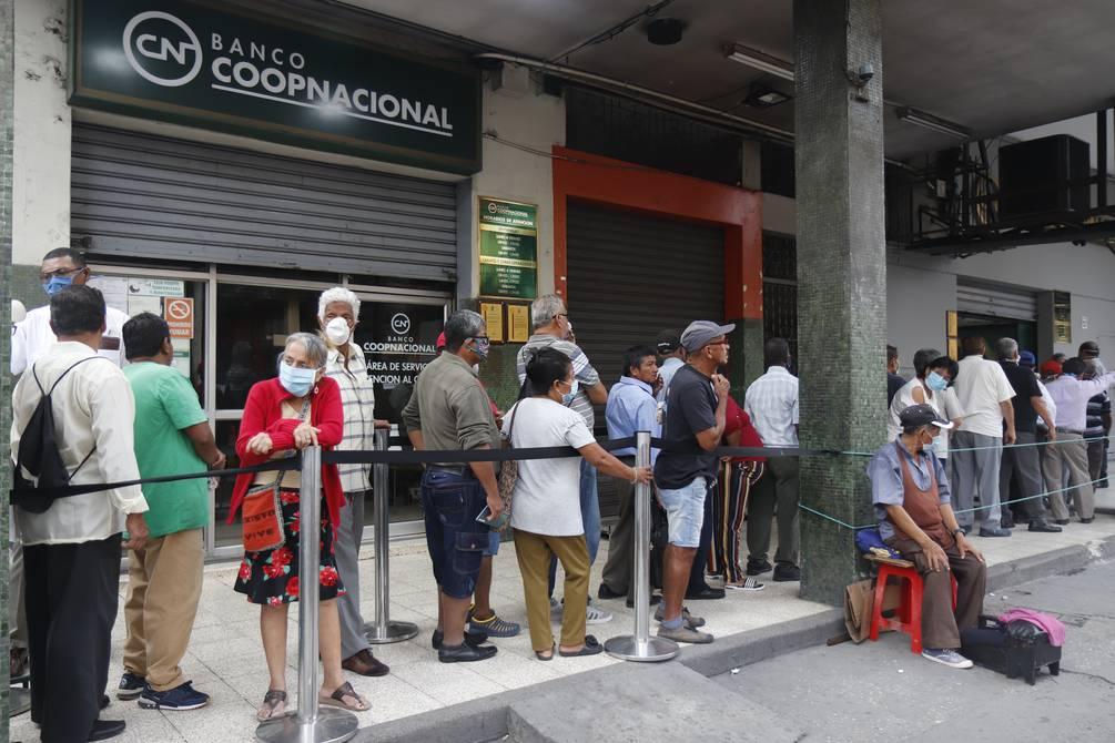 Pensión promedio de los jubilados de $ 655,20 no cubre ni el costo de la canasta básica familiar en Ecuador
