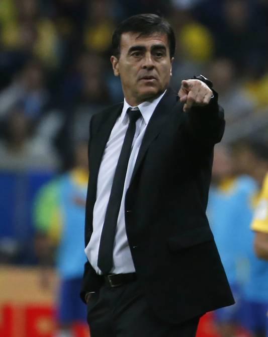 Gustavo Quinteros decide renunciar a Colo Colo para asumir en la Selección Chilena