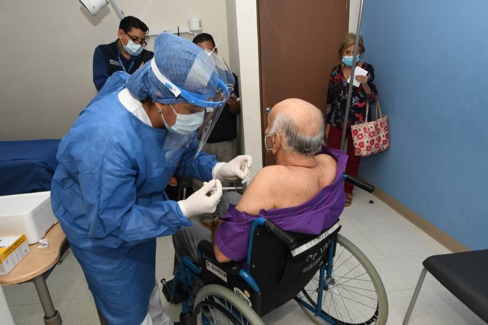 Con solo el 0,03% de la población vacunada con dos dosis en Ecuador, la inmunidad de rebaño sigue siendo una utopía